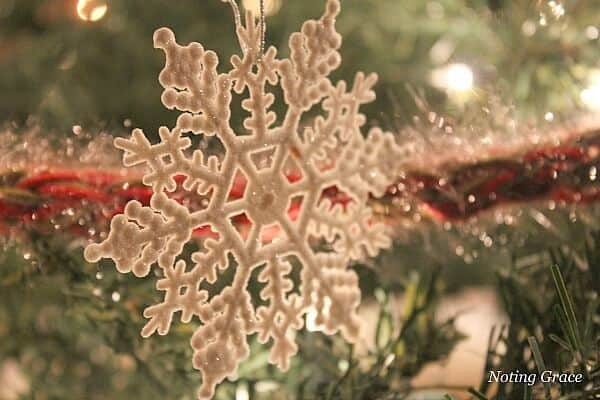 Handmade Christmas - how to creatively decorate your tree when your budget is tight. Handmade ideas to trim your tree!