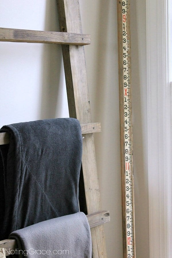 DIY Blanket Ladder - this is a great starter project for any budding DIYer. Quick and easy and cheap if you use scrap wood!