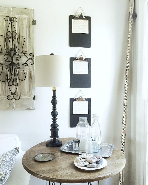 Chalkboard Painted Clipboards:  Display Creating Chalkboard Painted Clipboards with twine from Noting Grace
