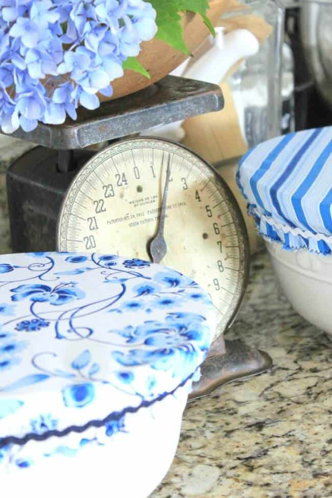 DIY Farmhouse Apron: Creating a farmhouse apron using the new sweet tea fabric line from Thistlewood and Hoffman Fabrics