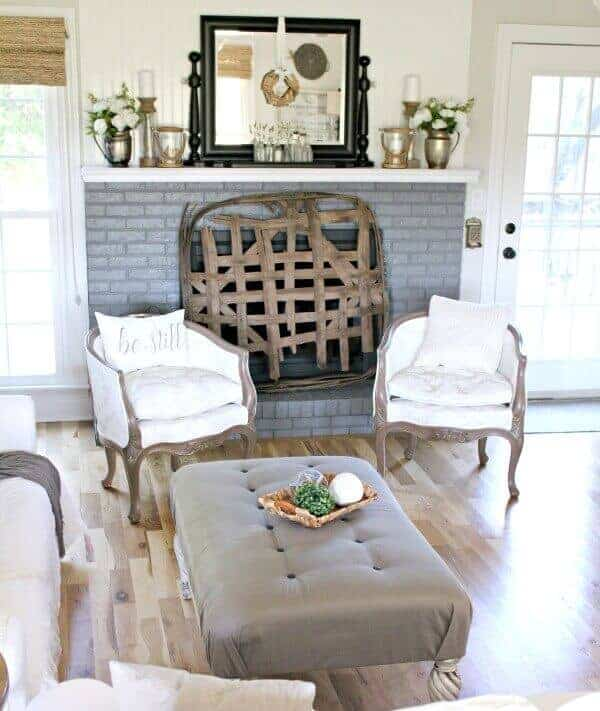 My farmhouse Spring mantel – 5 easy styling tips