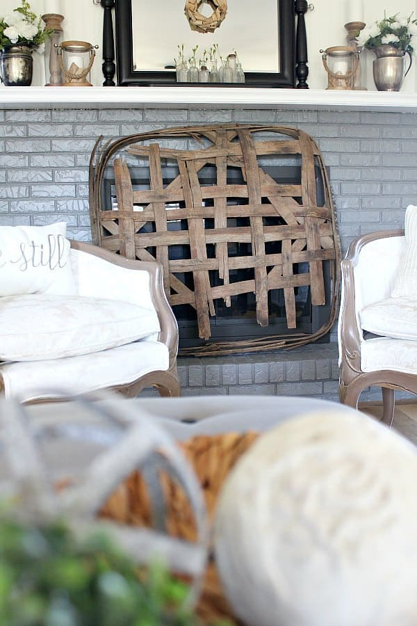 How To Decorate Living Room With Black Leather Couch: How To Decorate With Tobacco Baskets