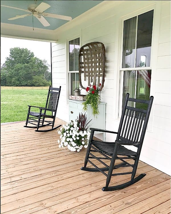 How to decorate with Tobacco Baskets to get that fixer upper style.