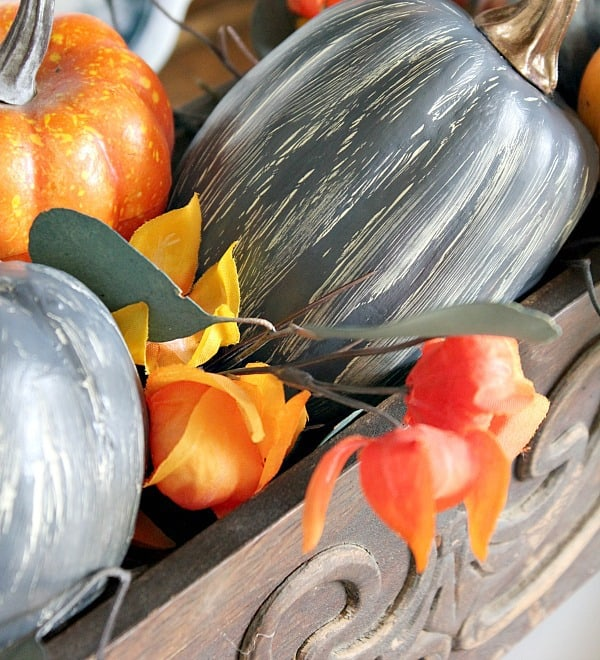 Looking for ideas to create some fun Fall vignettes? Here are some simple colorful fall vignette ideas that won't break the bank!