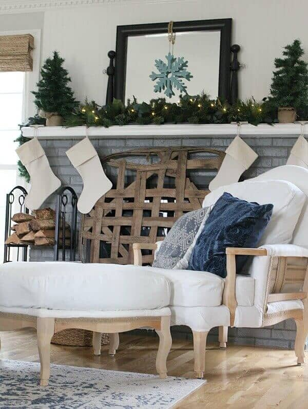Simple Farmhouse Christmas Mantel