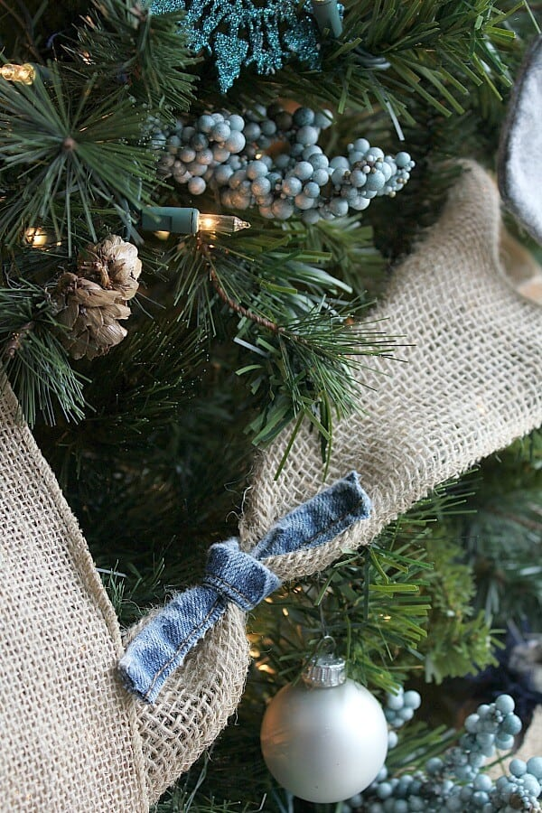 This season is all about coziness and nothing is cozier to me than a comfy pair of jeans. Here's how I created a Denim Christmas Tree.