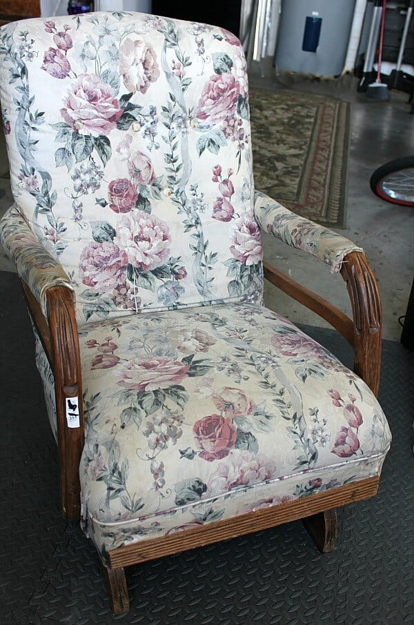 Vintage Rocking Chair Makeover: I took this old spring rocker I found at a garage sale an flipped it into an updated beauty! Read the full tutorial here!
