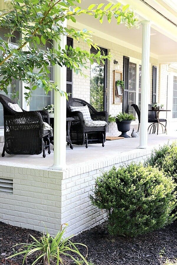 Sitting in a rocking chair sippin' on sweet tea and hearing the birds sing - does it get any better than that? Here's how to style a Simple Summer Farmhouse Porch for you to enjoy all season long.