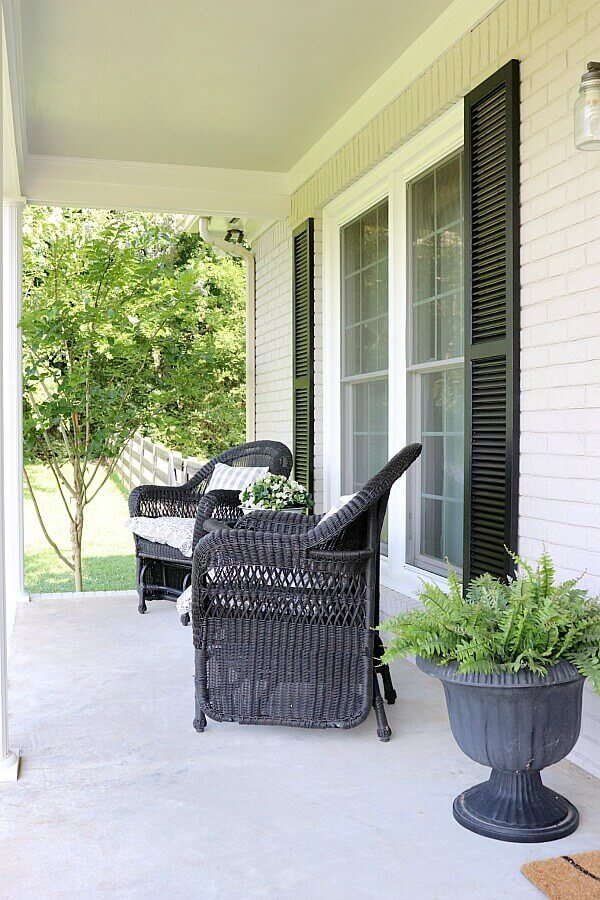 Sitting in a rocking chair sippin' on sweet tea and hearing the birds sing - does it get any better than that? Here's how to style aSimple Summer Farmhouse Porch for you to enjoy all season long.