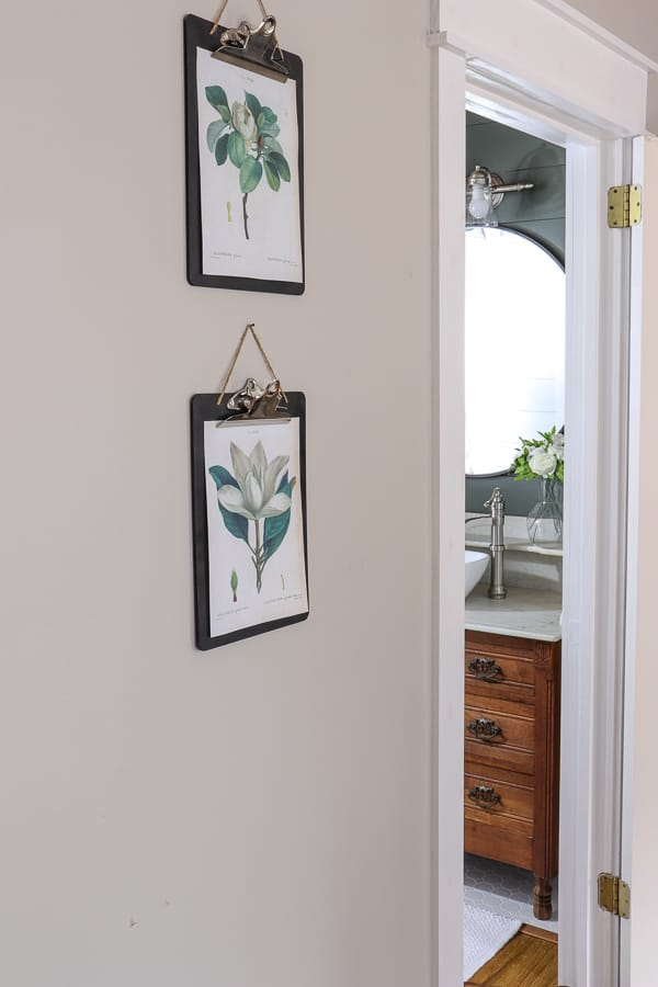 When there isn't much time or money for decor, you have to be creative. These vintage farmhouse magnolia printables are perfect solution!
