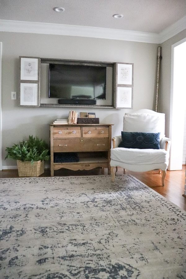 The big black box - it's the dreaded design dilemma heard over and over again. Here is how to build a wall mounted TV cabinet in just one day and hide that eyesore.