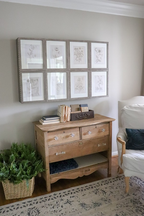 Do you love Vintage Drawings as much as I do? Today, I'm sharing how to get Free Vintage Printable Artwork for your home!