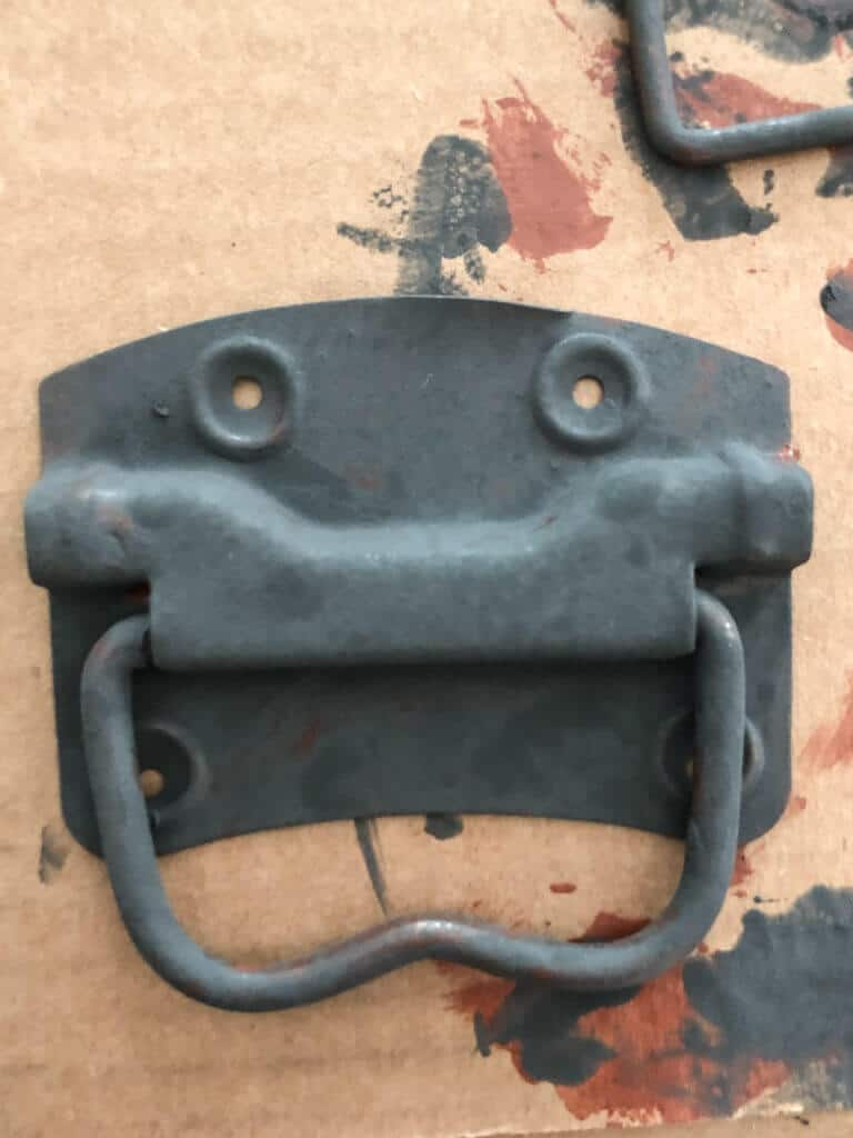 Painting hinges with rust paint
