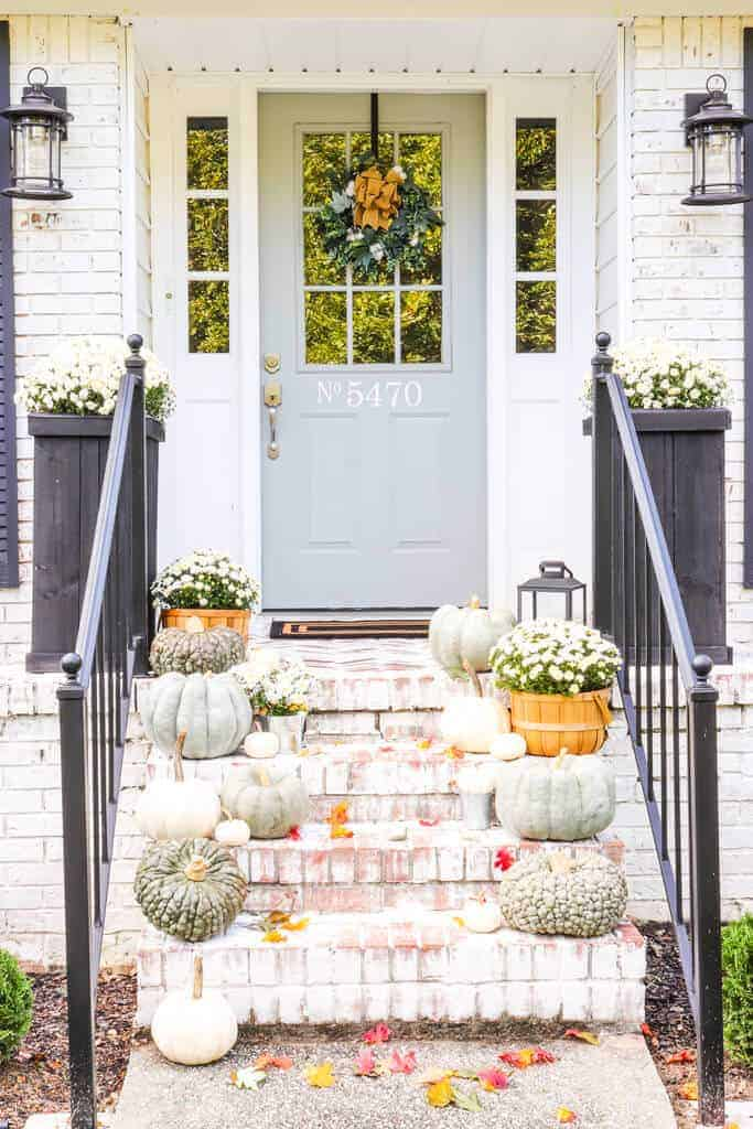 Looking for ideas to add fall to your front entry? Here's how I'm decorating a porch with heirloom pumpkins and mums this year.