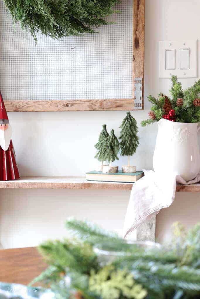 I always feel creative during the holidays and my crafty side emerges. Here are 3 Simple DIY Christmas Yarn Crafts that you can seriously make in 10 minutes.