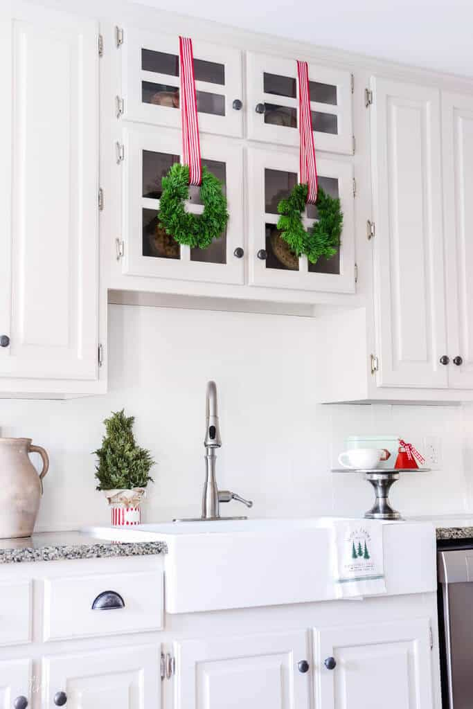 Today, I am joining a group of bloggers showing off our homes decorated for the holidays! This is the Bloggers Best Holiday Home Tour 2020!
