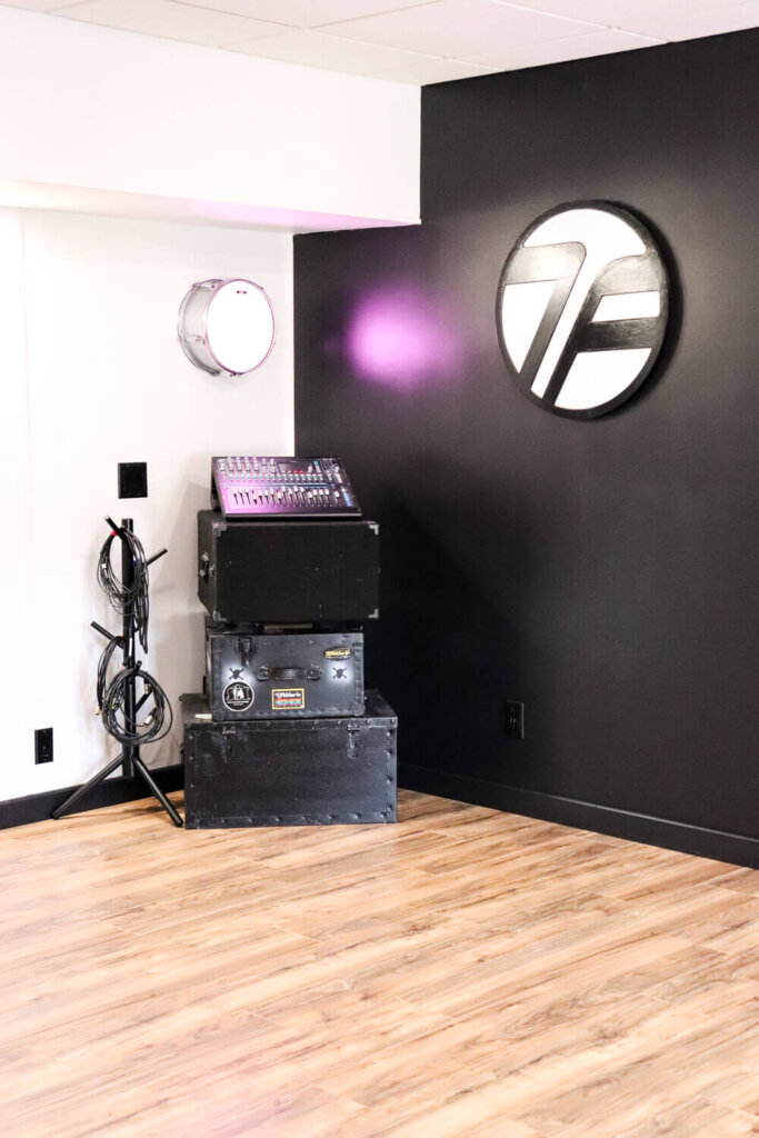 Accent wall with drum light