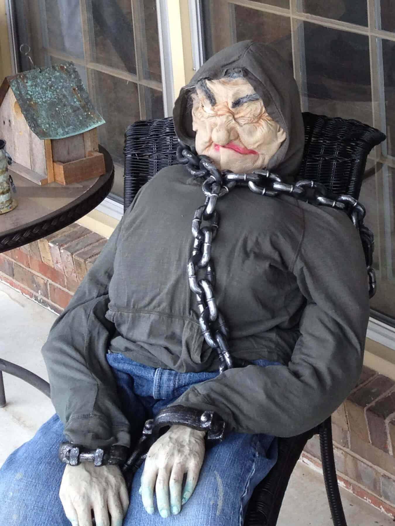 diy spooky scarecrow