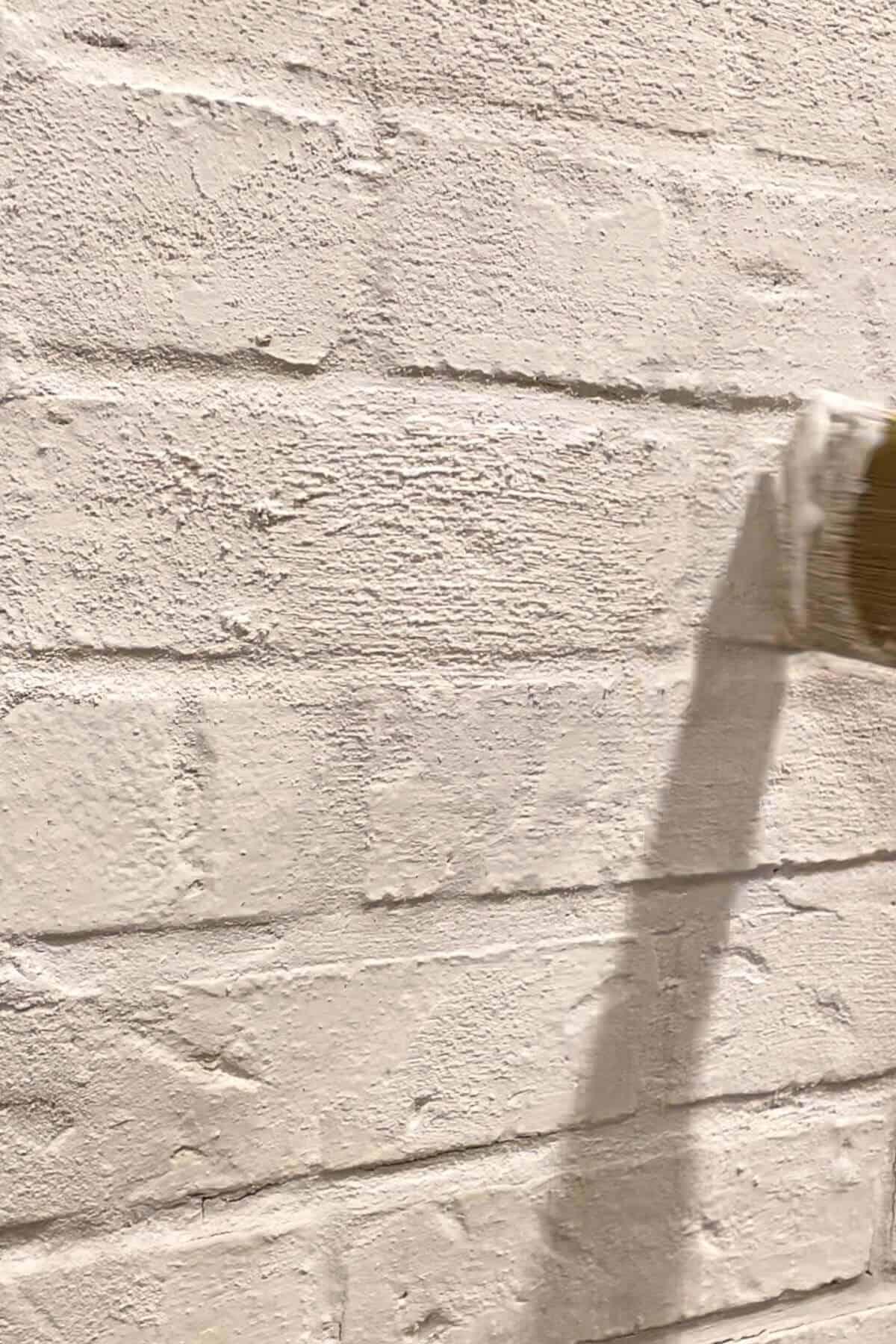 Applying Romabio Lime Slurry to brick